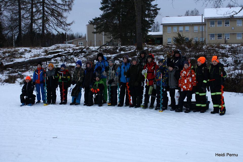 Piirin pilkkileirin osallistujat Alajärvellä 2017
